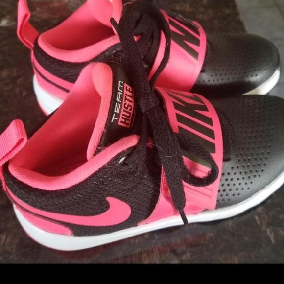 e892a76825 Nike Team Hustle D 8 GS Kids Youth Basketball Shoe.  M_5c76d51e5c445208c7c28f8f